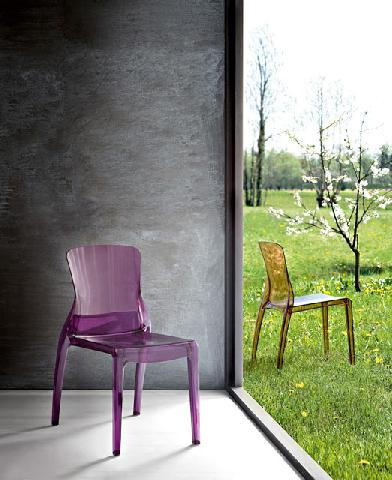 Прозорий стілець
