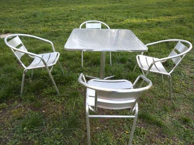 Зручні алюмінієві меблі