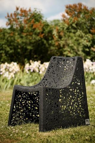 Изысканный базальтовый стул