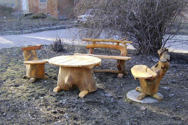 Дерев'яний стіл і варіанти дерев'яних стільців