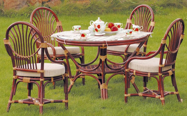 Ротангові меблі для саду