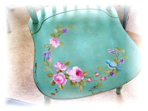Новые цветы на старом стуле
