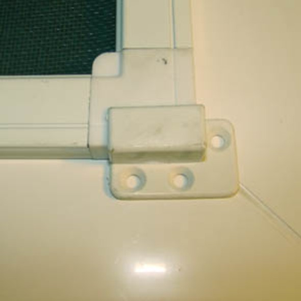 Крепеж для балконных дверей.