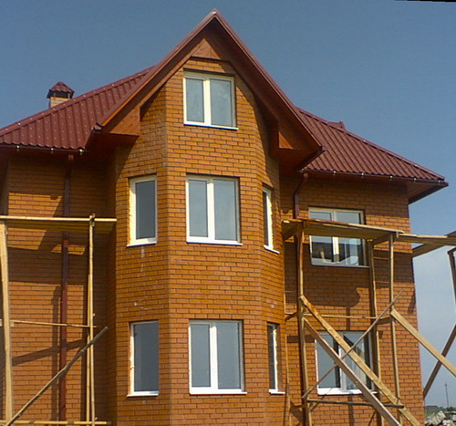 Сегодня при строительстве домов чаще всего используются пластиковые окна