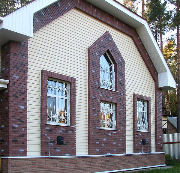 Сочетание цокольного сайдинга и фасадных панелей