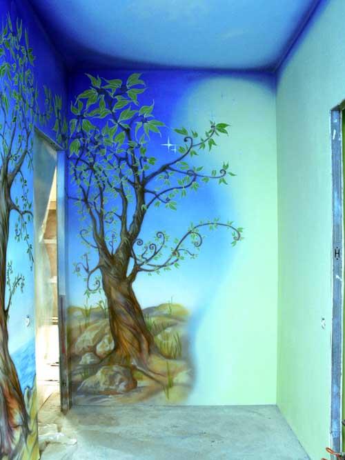 Роспись стен прихожей