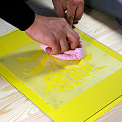 Матування скла пастою – приклеювання трафарету до скла