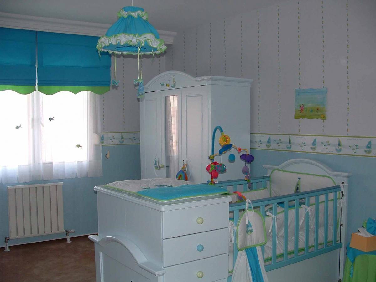 Кроватка, шкаф для вещей, стул для кормления — минимальный набор мебели для детской комнаты младенца