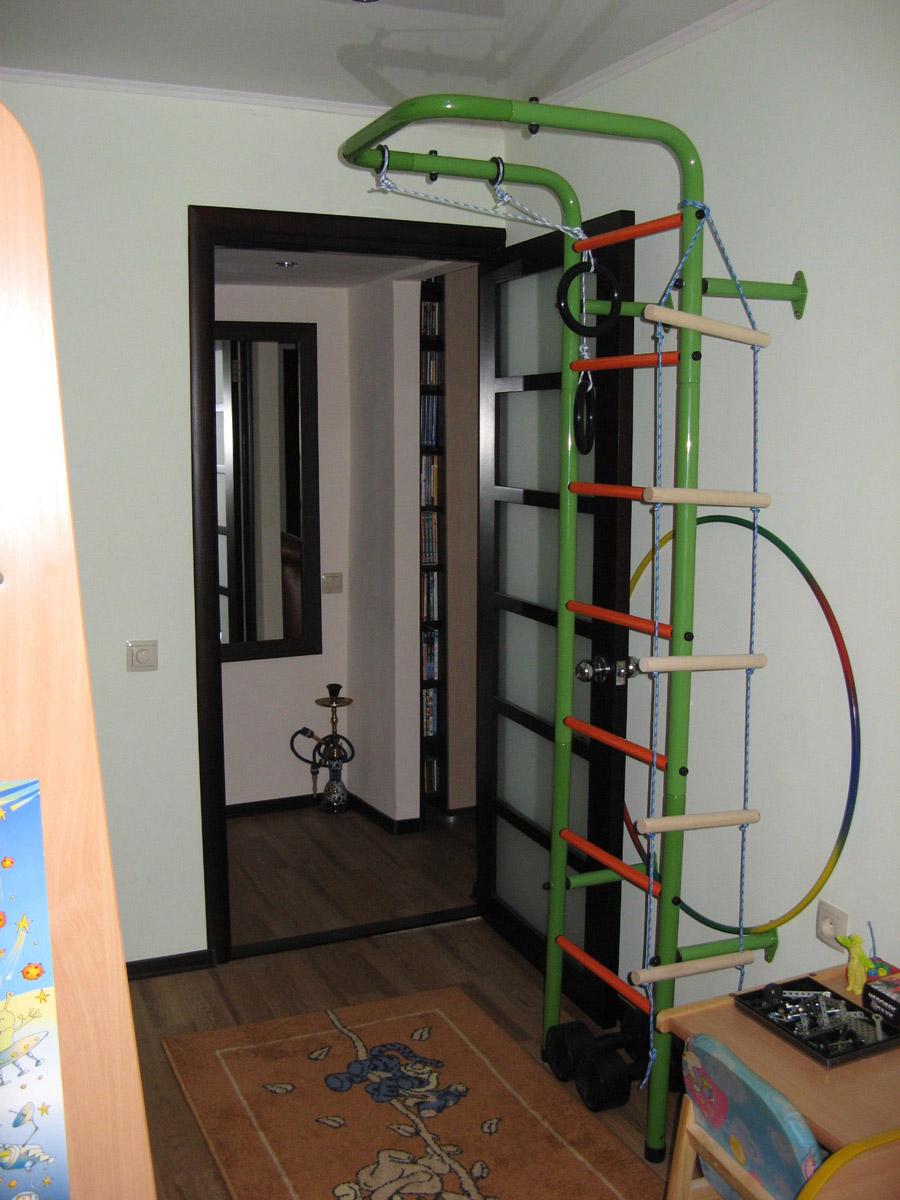 В детской комнате можно устроить небольшой спортивный комплекс