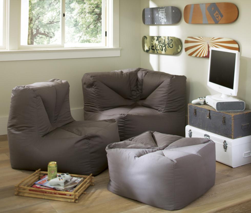 Пример группировки мебели в комнате для подростка в зону для отдыха