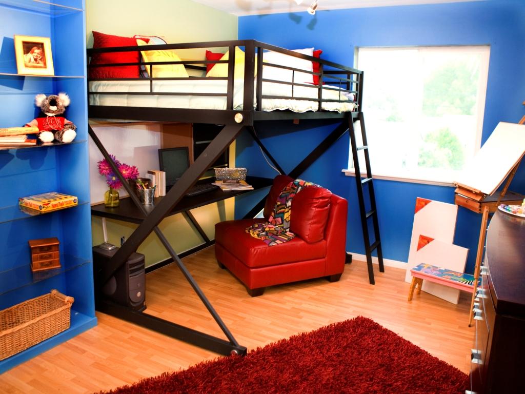 В комнате для подростков хорошо оборудовать кровать-чердак