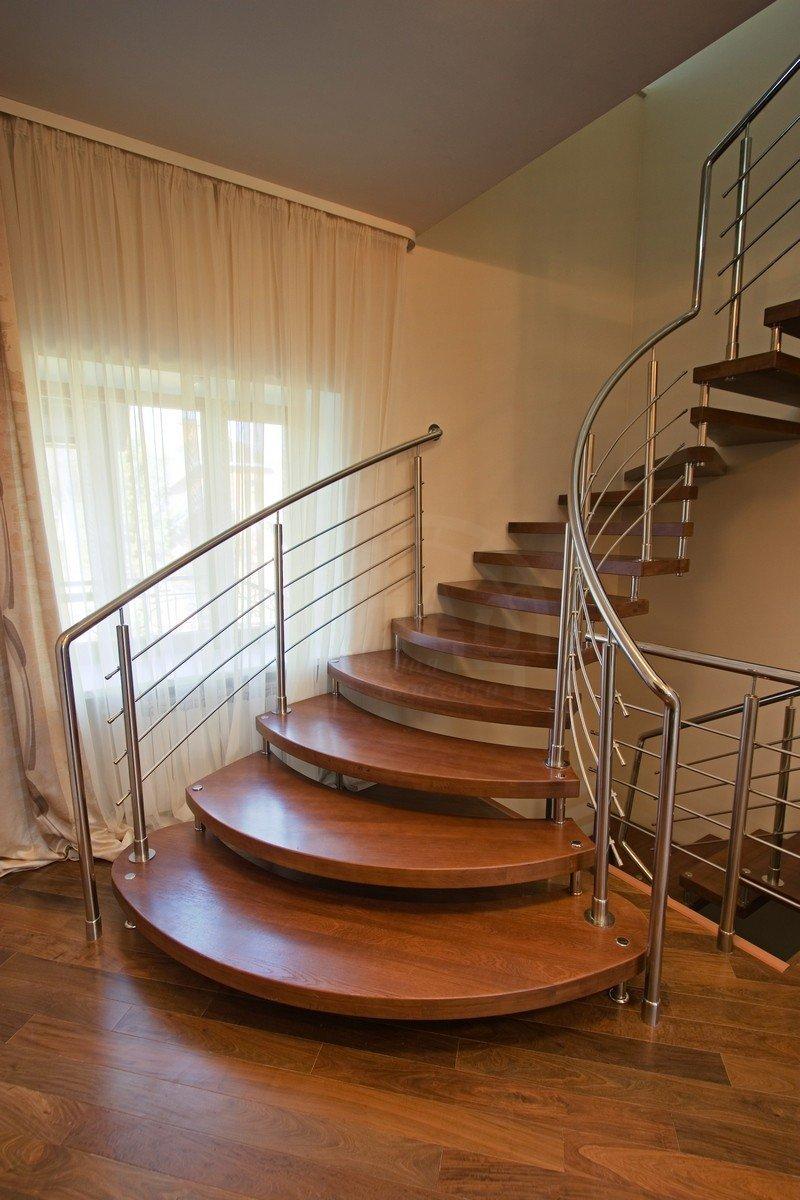 Маршевая лестница на больцах
