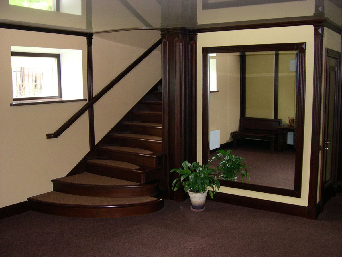 Лестница — главный элемент двухъярусной квартиры, занимающий довольно большую площадь