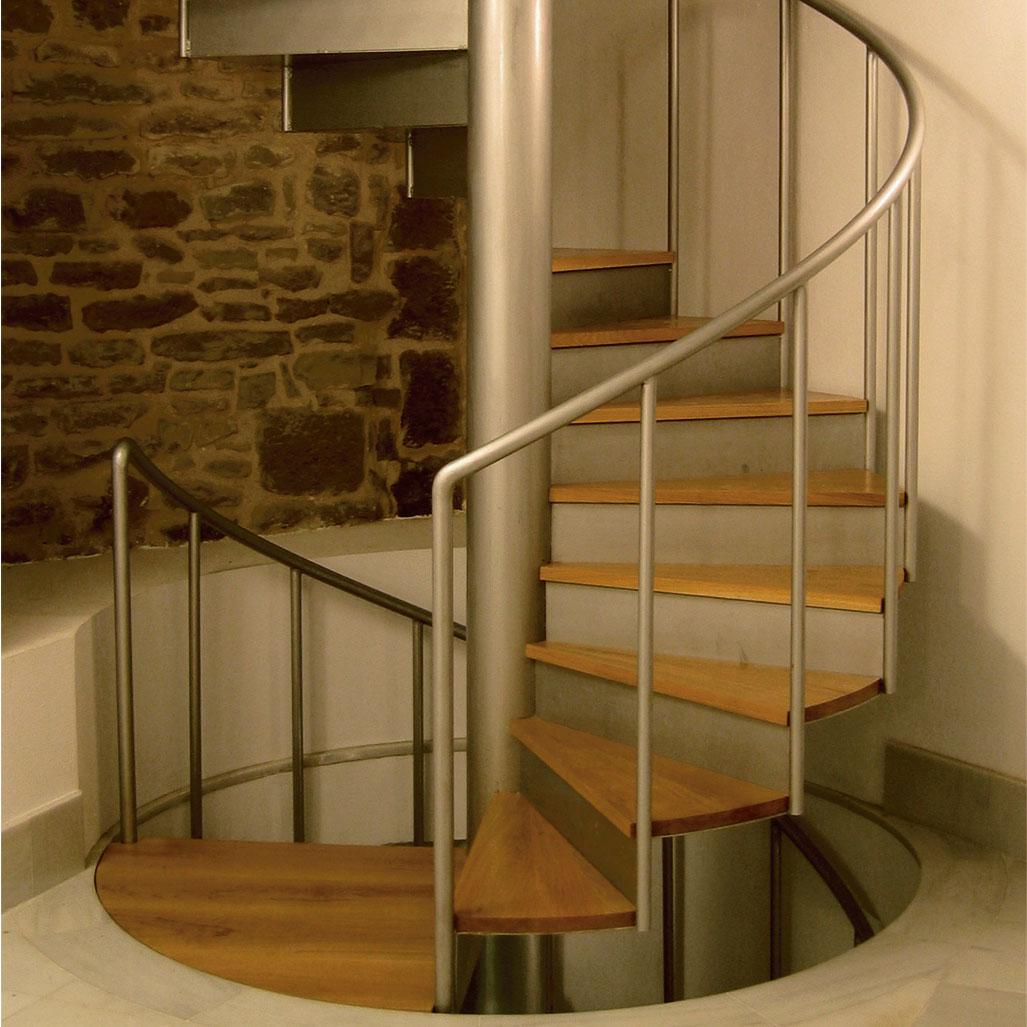 Винтовая лестница в современном стиле