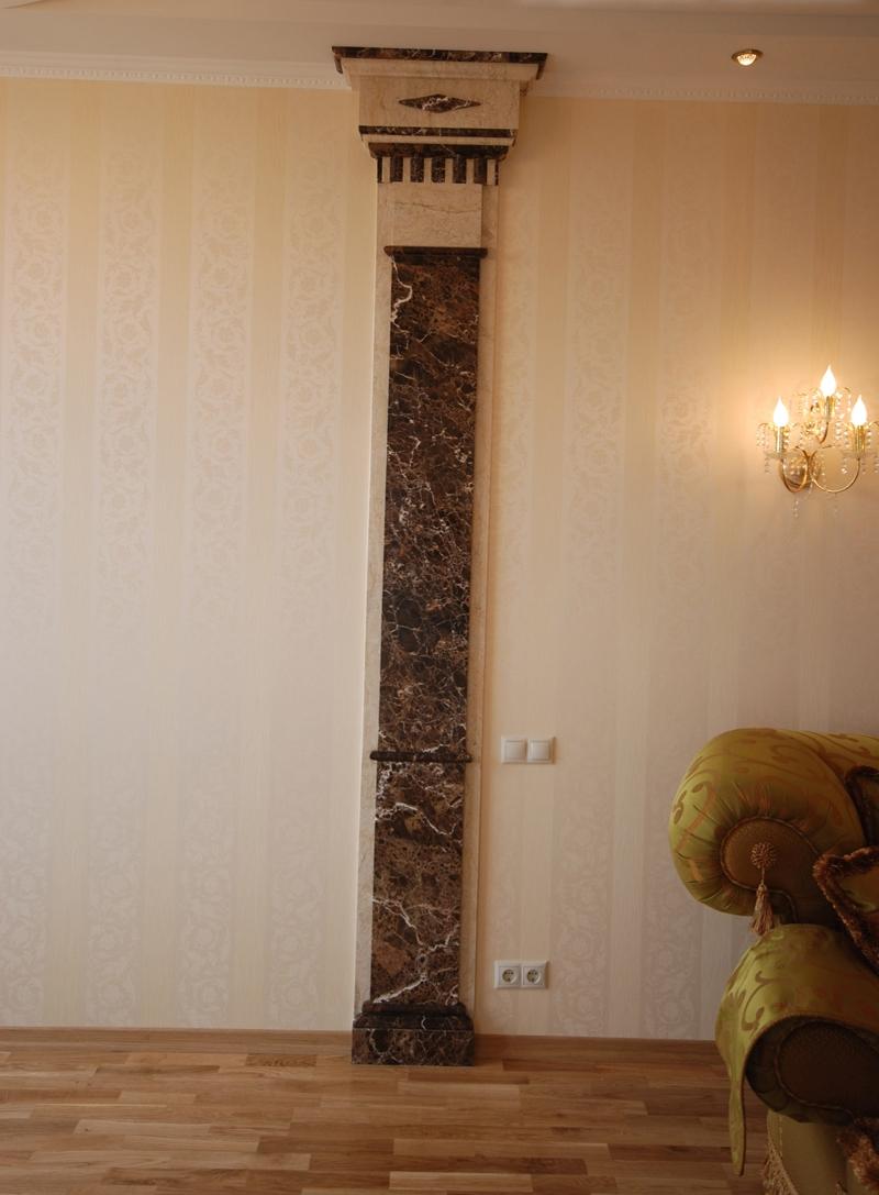 Мраморная колона в гостиной