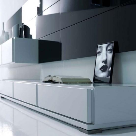 Гостиную украшает один портрет в черно-белом цвете, яркая подушка и тарелка на журнальном столике