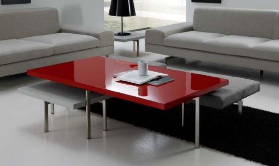 Журнальный столик с красной поверхностью служит ярким акцентом в черно-белой гостиной