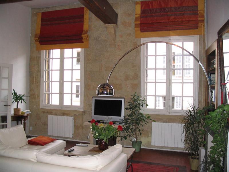 Современная гостиная, оформленная в стиле прованс