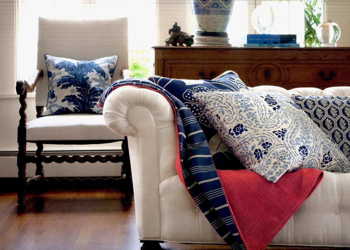 Пример текстиля в интерьере гостиной