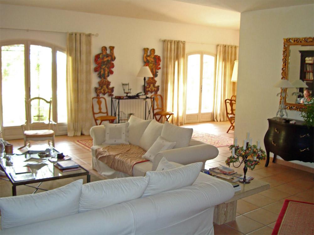 Стиль прованс в гостиной создает уютную, теплую атмосферу