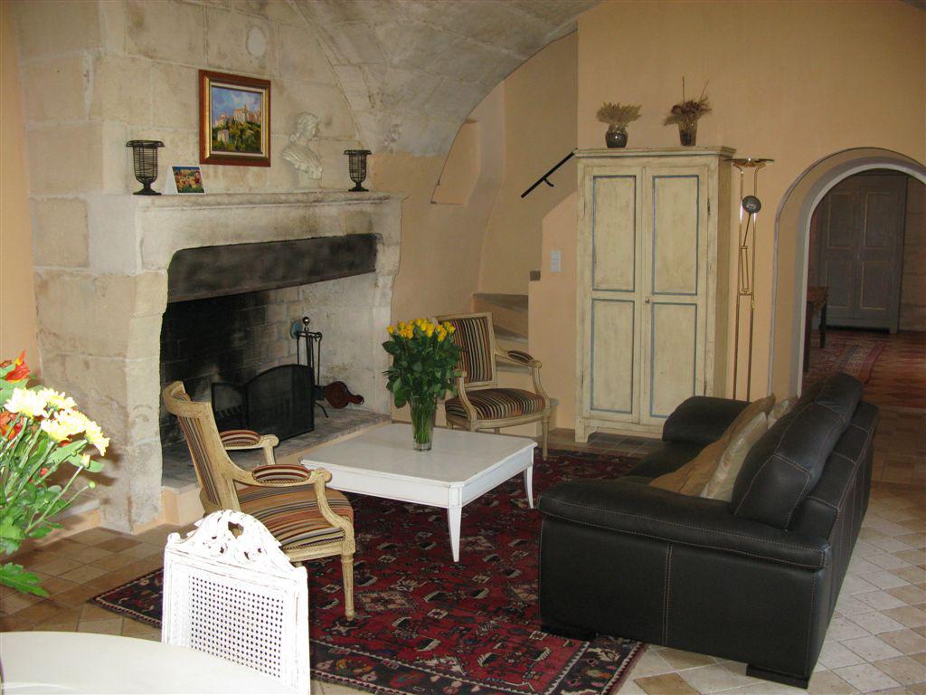 В гостиной частного дома передать дух стиля прованс более легко