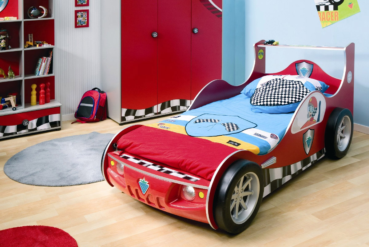 Тема гоночных машинок в детской станет довольно неплохим решением для дизайна