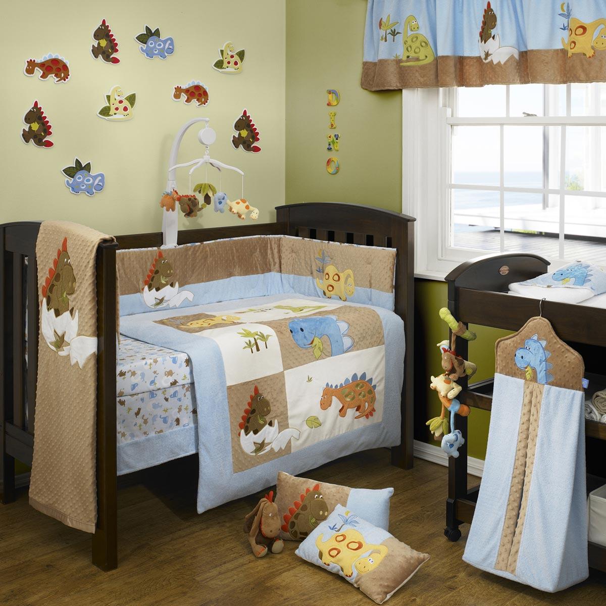 Детская комната для мальчика на тему динозавриков смотрится довольно мило