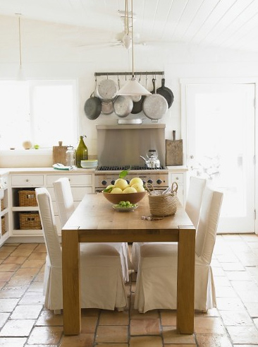 Посуда не прячется и стает элементом декорирования