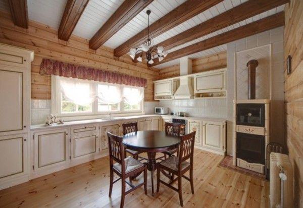 Для кухни в стиле прованс подойдет деревянный дощатый пол
