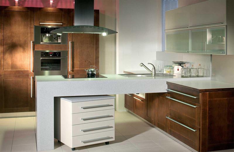Можно оформить кухню модерн в оттенках натурального дерева