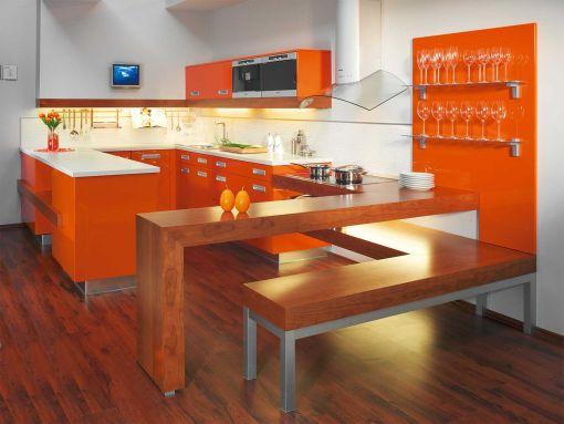 Кухня в стиле модерн в оранжевой гамме