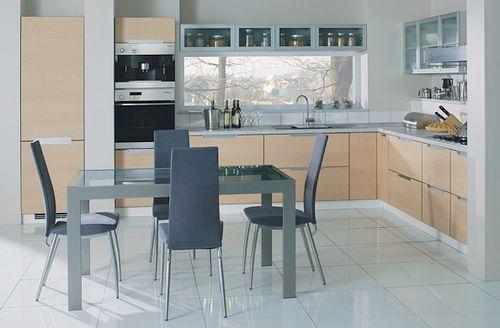 Вариант размещения встроенной мебели на кухне в стиле модерн