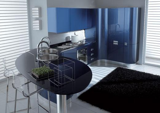 Можно уложить плитку на пол кухни и декорировать ковриком