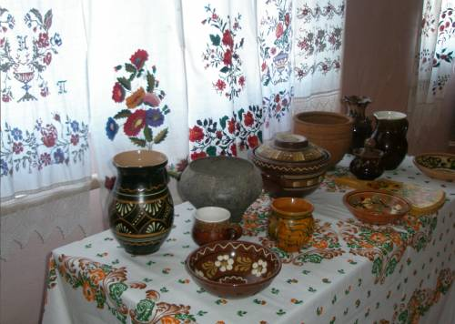 Расписная посуда – главный атрибут кухни в украинском стиле