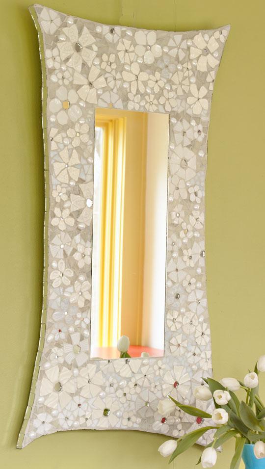Зеркало с мозаичной отделкой