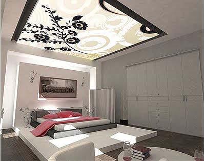 Отделка потолка спальной комнаты расписным стеклом
