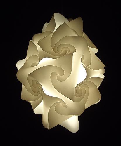 Светильник-цветок для спальни