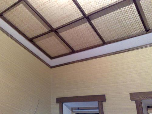Подвесной потолок в спальни с разбитием на квадраты с подсветкой