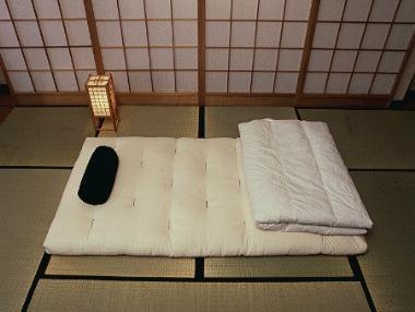 Футон – традиционный раскладной матрас в японской спальни