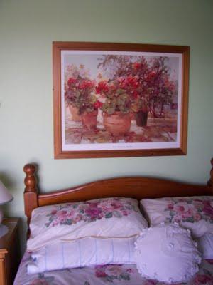 Для спальни подойдут цветочные мотивы или изображения природы
