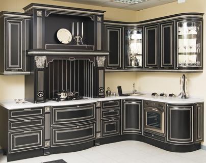 Варіант темної кольорової гамми кухонного гарнітуру в класичному стилі 597493f58707e
