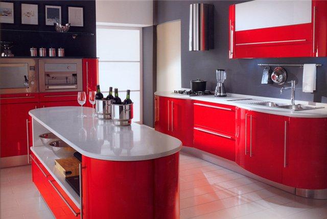 Характерная цветовая гамма кухни хай-тек — контрастные серый и красный цвета