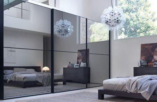Зеркала в интерьере спальни использовать не рекомендуется