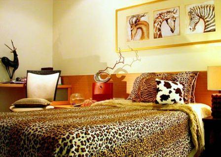 Дизайн спальни в африканском стиле - это простые и грубые.
