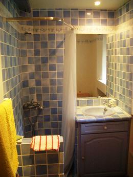 Небольшая ванная комната в стиле прованс.