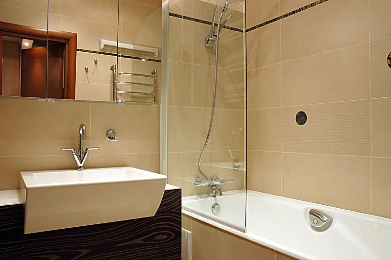 Фото дизайн ванной комнаты в хрущевке. Загромождать пространство лишними аксессуарами не рекомендуется