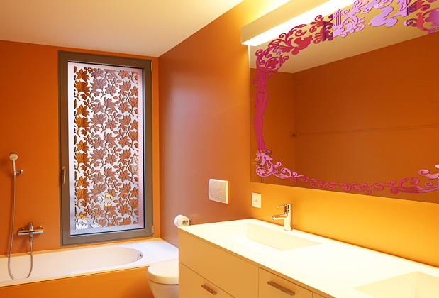 Малюнки на склі та дзеркалі дуже популярний декор для ванних кімнат