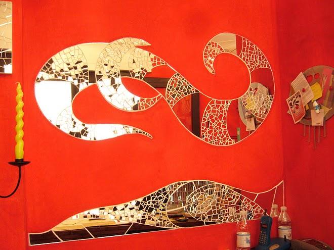 Дзеркальна мозаїка, використовується дзеркало з «золотим» відливом
