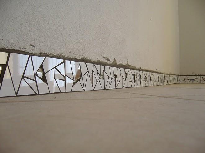 Деякі види дзеркал можна використовувати для зовнішньої і внутрішньої декоративної обробки