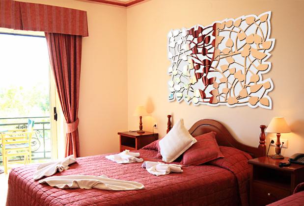 Дзеркальний малюнок на стіну